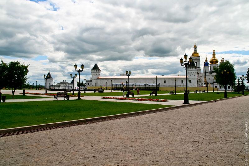 Фонтан и гостиный двор Тобольского кремля